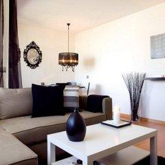 Апартаменты You Stylish Beach Apartments комната для гостей фото 3