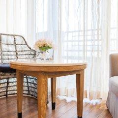 Отель The Royal Paradise Hotel & Spa Таиланд, Пхукет - 4 отзыва об отеле, цены и фото номеров - забронировать отель The Royal Paradise Hotel & Spa онлайн удобства в номере фото 2