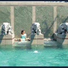 Отель Majestic Suite Бангкок бассейн