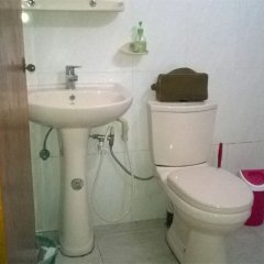 Отель Hikka Train Hostel Шри-Ланка, Хиккадува - отзывы, цены и фото номеров - забронировать отель Hikka Train Hostel онлайн ванная фото 2
