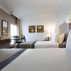 Отель Holiday Inn Abu Dhabi Downtown комната для гостей