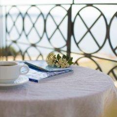 Отель Fiorella Sea View в номере