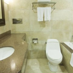Отель Makati Crown Regency Hotel Филиппины, Макати - отзывы, цены и фото номеров - забронировать отель Makati Crown Regency Hotel онлайн ванная фото 2