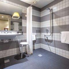 Отель Radisson Blu Hotel Zurich Airport Швейцария, Цюрих - 1 отзыв об отеле, цены и фото номеров - забронировать отель Radisson Blu Hotel Zurich Airport онлайн ванная фото 2