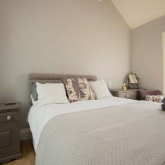 Отель Chic 2 Bedroom Garden House in Dalston комната для гостей фото 3