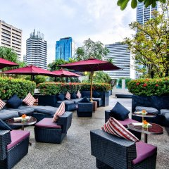 Отель Park Plaza Bangkok Soi 18 бассейн