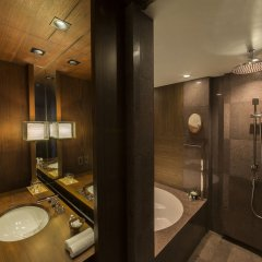 Отель Andaz Tokyo Toranomon Hills - a concept by Hyatt Япония, Токио - 1 отзыв об отеле, цены и фото номеров - забронировать отель Andaz Tokyo Toranomon Hills - a concept by Hyatt онлайн ванная фото 2