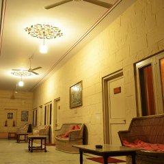 Suryaa Villa - A City Centre Hotel интерьер отеля