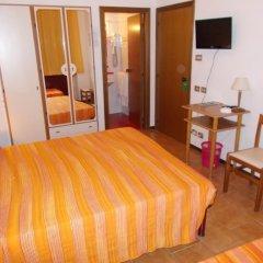 Отель Pensione Delfino Azzurro Лорето комната для гостей фото 2