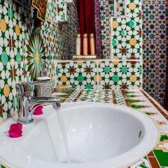 Отель Le Petit Riad Марокко, Уарзазат - отзывы, цены и фото номеров - забронировать отель Le Petit Riad онлайн ванная