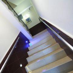 Отель Hostal Flores Барселона бассейн