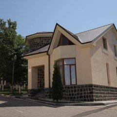 Отель Multi Rest House Армения, Цахкадзор - отзывы, цены и фото номеров - забронировать отель Multi Rest House онлайн парковка