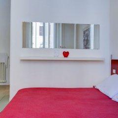 Отель Enjoy Bed And Breakfast сейф в номере