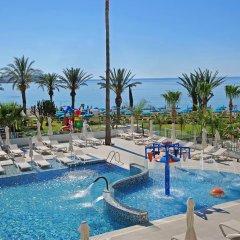 Nelia Beach Hotel бассейн