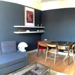Апартаменты 1 Bedroom Apartment in Arsenal комната для гостей фото 4
