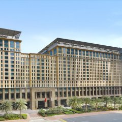 Отель The Ritz-Carlton, Dubai International Financial Centre ОАЭ, Дубай - 8 отзывов об отеле, цены и фото номеров - забронировать отель The Ritz-Carlton, Dubai International Financial Centre онлайн парковка