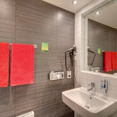 Отель MEININGER Hotel Berlin Central Station Германия, Берлин - 4 отзыва об отеле, цены и фото номеров - забронировать отель MEININGER Hotel Berlin Central Station онлайн ванная фото 2
