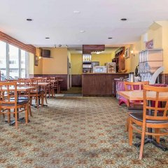 Отель Econo Lodge Downtown Ottawa Канада, Оттава - 2 отзыва об отеле, цены и фото номеров - забронировать отель Econo Lodge Downtown Ottawa онлайн питание