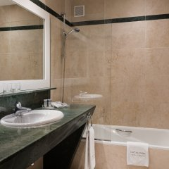 Отель Catalonia Puerta del Sol ванная
