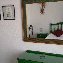 Отель Hostal Cas Bombu удобства в номере