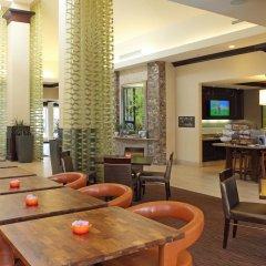 Отель Hilton Garden Inn Frederick гостиничный бар