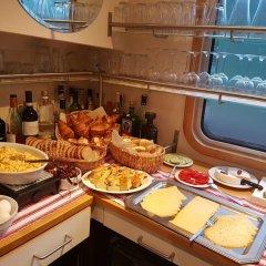 Отель Hotelboat Allure Нидерланды, Амстердам - отзывы, цены и фото номеров - забронировать отель Hotelboat Allure онлайн питание фото 3