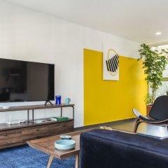 Апартаменты Bright 2BR Condesa Apartment With Balcony Мехико комната для гостей фото 2