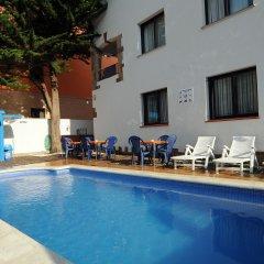 Отель Apartamentos AR Family Caribe Испания, Льорет-де-Мар - отзывы, цены и фото номеров - забронировать отель Apartamentos AR Family Caribe онлайн бассейн