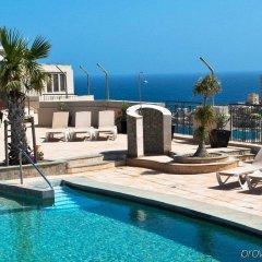 Отель Le Méridien St Julians Hotel and Spa Мальта, Баллута-бей - отзывы, цены и фото номеров - забронировать отель Le Méridien St Julians Hotel and Spa онлайн бассейн фото 2