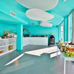 Отель Dorado Ibiza Suites - Adults Only Испания, Сант Джордин де Сес Салинес - отзывы, цены и фото номеров - забронировать отель Dorado Ibiza Suites - Adults Only онлайн питание фото 2