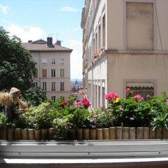 Отель Chambres Les Soyeuses Франция, Лион - отзывы, цены и фото номеров - забронировать отель Chambres Les Soyeuses онлайн балкон
