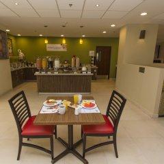 Отель Holiday Inn Express Guadalajara Aeropuerto питание
