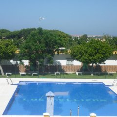 Отель Hostal Los Mellizos Испания, Кониль-де-ла-Фронтера - отзывы, цены и фото номеров - забронировать отель Hostal Los Mellizos онлайн бассейн фото 2