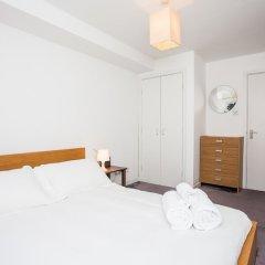 Отель Charming Peaceful 2 Bed with Parking and Garden Великобритания, Лондон - отзывы, цены и фото номеров - забронировать отель Charming Peaceful 2 Bed with Parking and Garden онлайн комната для гостей фото 3