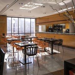 Отель Holiday Inn Madrid - Pirámides гостиничный бар