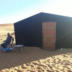Отель Etoile Sahara Camp Марокко, Мерзуга - отзывы, цены и фото номеров - забронировать отель Etoile Sahara Camp онлайн пляж фото 2