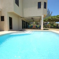 Отель Mai Tai Villa, 4BR by Jamaican Treasures бассейн