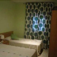 Отель Hostal Emilio Barajas Мадрид комната для гостей фото 2