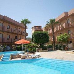 Hotel Haris бассейн