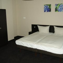 Hotel Saks Berlin сейф в номере