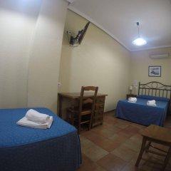 Отель Hostal El Pilar Испания, Мадрид - 1 отзыв об отеле, цены и фото номеров - забронировать отель Hostal El Pilar онлайн комната для гостей фото 5