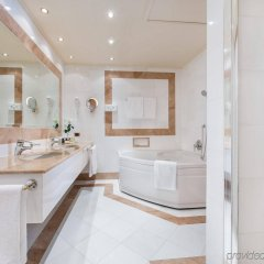 Отель Royal Hotel Carlton Италия, Болонья - 3 отзыва об отеле, цены и фото номеров - забронировать отель Royal Hotel Carlton онлайн ванная фото 2
