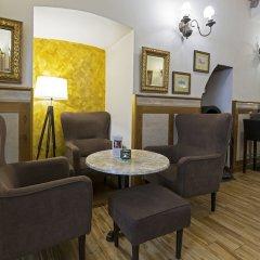 Hotel U Zlateho Jelena (Golden Deer) интерьер отеля фото 2