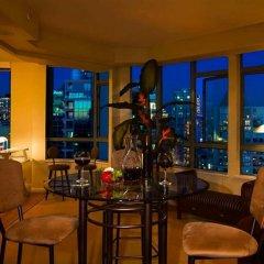 Отель Executive Hotel Vintage Park Канада, Ванкувер - отзывы, цены и фото номеров - забронировать отель Executive Hotel Vintage Park онлайн гостиничный бар