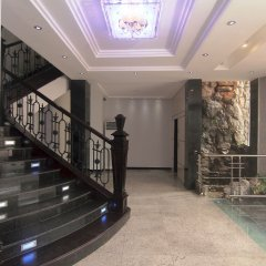 Oakspring Hotel & Luxury Suites интерьер отеля