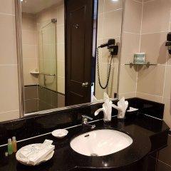 Отель Bayview Hotel Georgetown Penang Малайзия, Пенанг - отзывы, цены и фото номеров - забронировать отель Bayview Hotel Georgetown Penang онлайн ванная фото 2