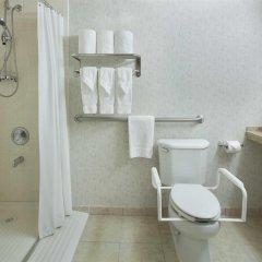 Отель Holiday Inn Toronto - Yorkdale Канада, Торонто - отзывы, цены и фото номеров - забронировать отель Holiday Inn Toronto - Yorkdale онлайн ванная фото 2