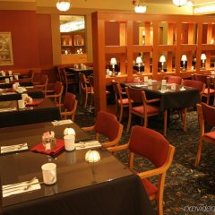 Отель The Glenmore Inn & Convention Centre Канада, Калгари - отзывы, цены и фото номеров - забронировать отель The Glenmore Inn & Convention Centre онлайн гостиничный бар