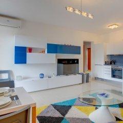 Апартаменты Centric and Spacious Apartment With Wifi and Balcony Гзира в номере