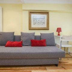 Апартаменты Lisbon Low Cost Apartments комната для гостей фото 4